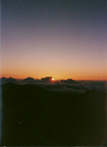 hawaiisunrise.jpg (15402 bytes)